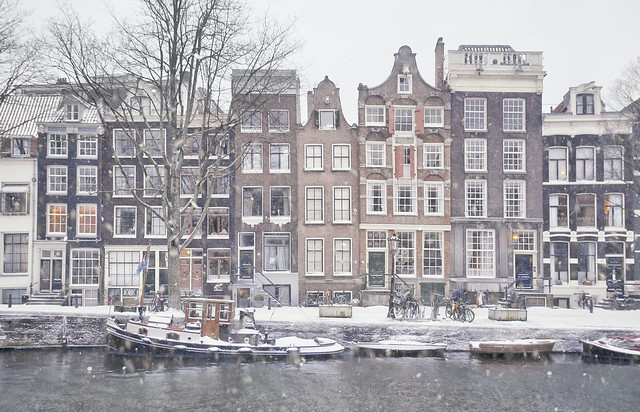 The beautifully preserved canal houses of the Brouwersgracht in the cold winter of 2021