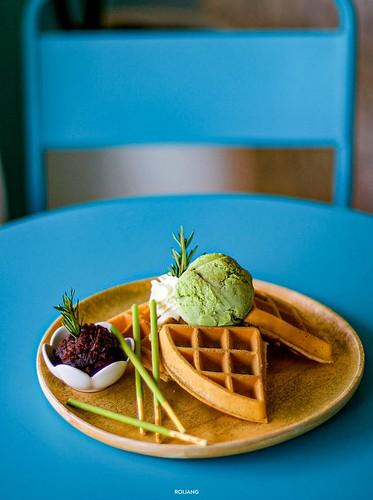 Mr. Waffle Cafe