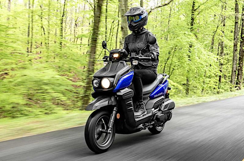 2022-yamaha-zuma-125---riding