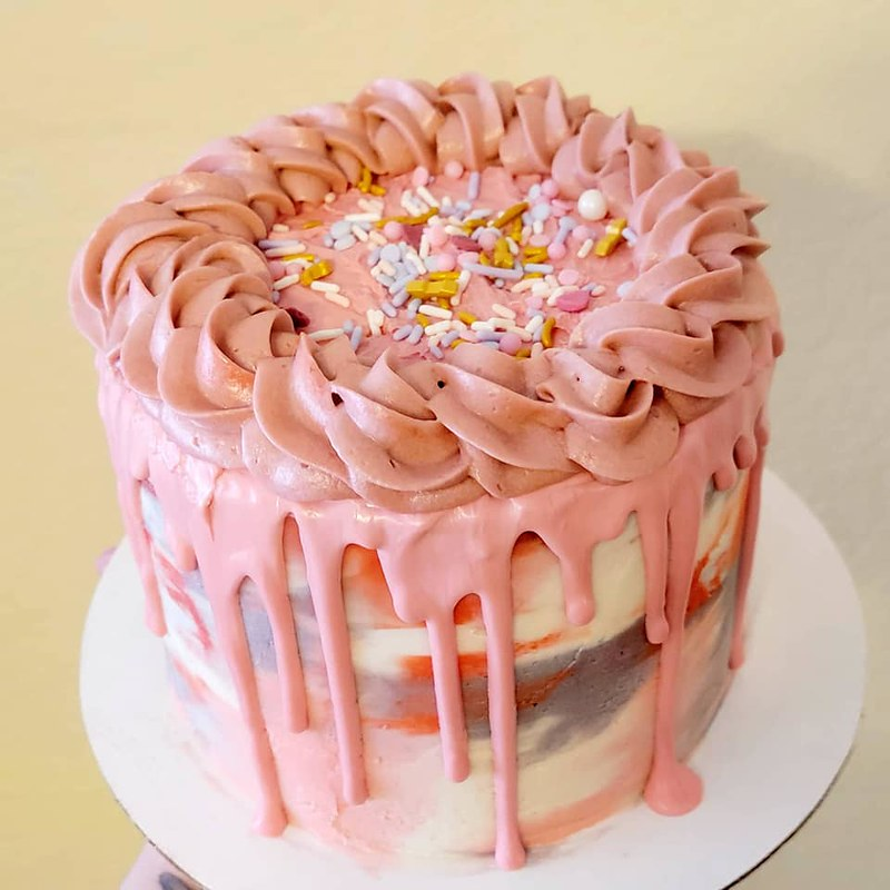 Cake by Yum Num Sweets