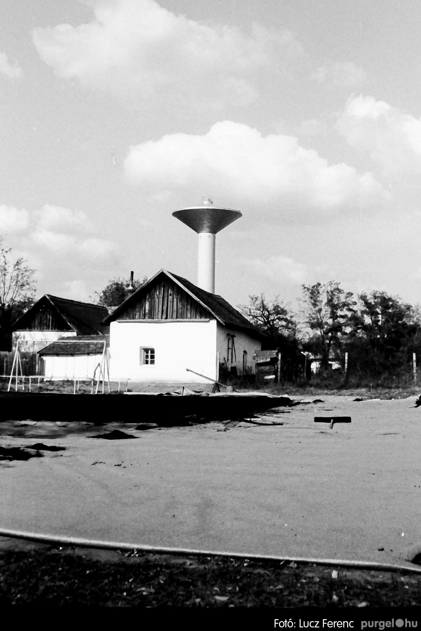121. 1978. Aszfaltozás a külső iskolában 002. - Fotó: Lucz Ferenc.jpg