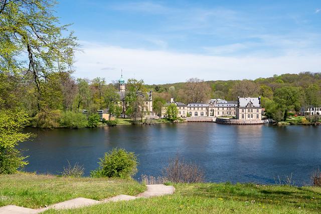 Potsdam, Park Babelsberg: Blick aus dem Park zum Jagdschloss Glienicke, das zu Berlin gehört - Looking across the water to Glienicke Hunting Lodge that belongs to Berlin