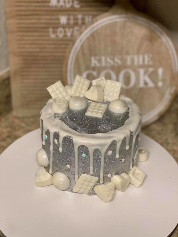Cake by Dream Desserts