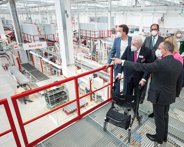 Ministerpräsident Tobias Hans hat am Mittwoch (19. Mai 2021) die Eröffnungsfeier des Nobilia Werkes in Saarlouis besucht