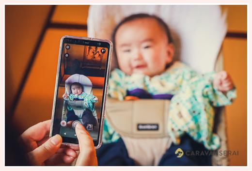 赤ちゃんの100日祝い スマホで記念写真