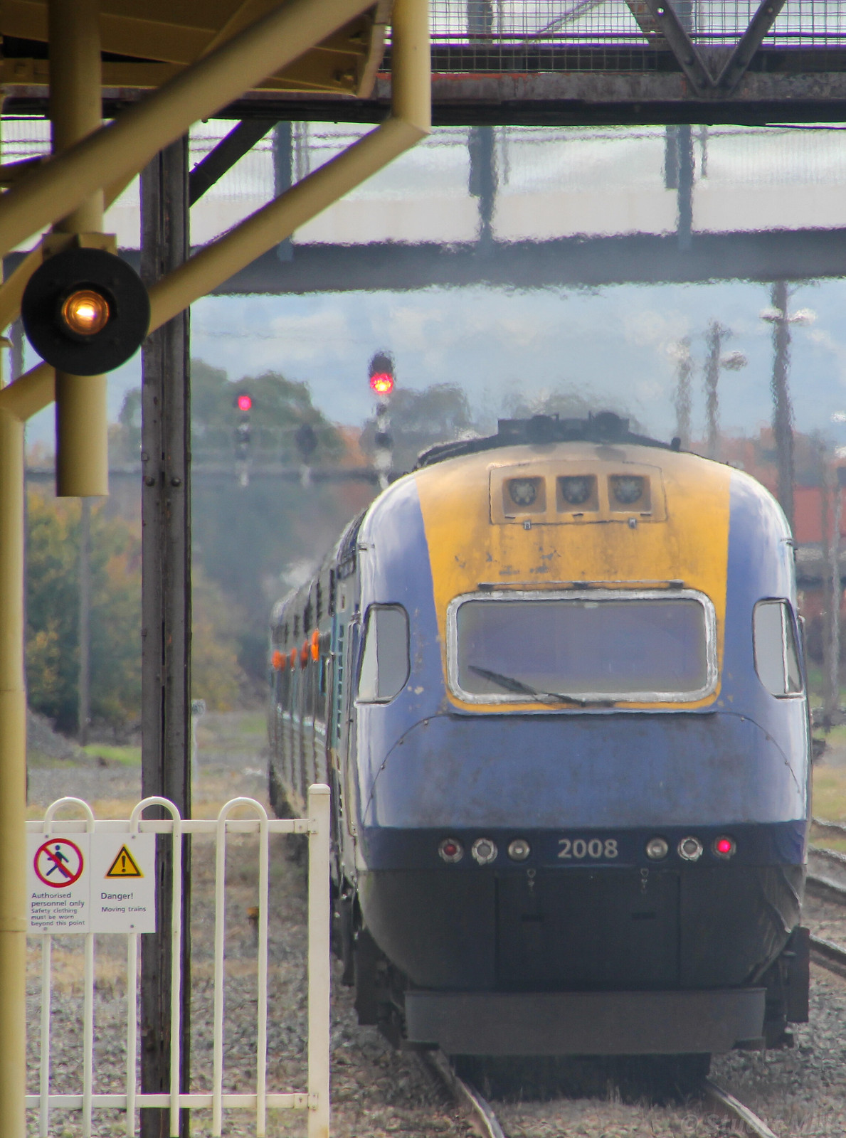 XPT2008 trails XPT2005 as they depart Albury station with the daylight service from Melbourne to Sydney by bukk05