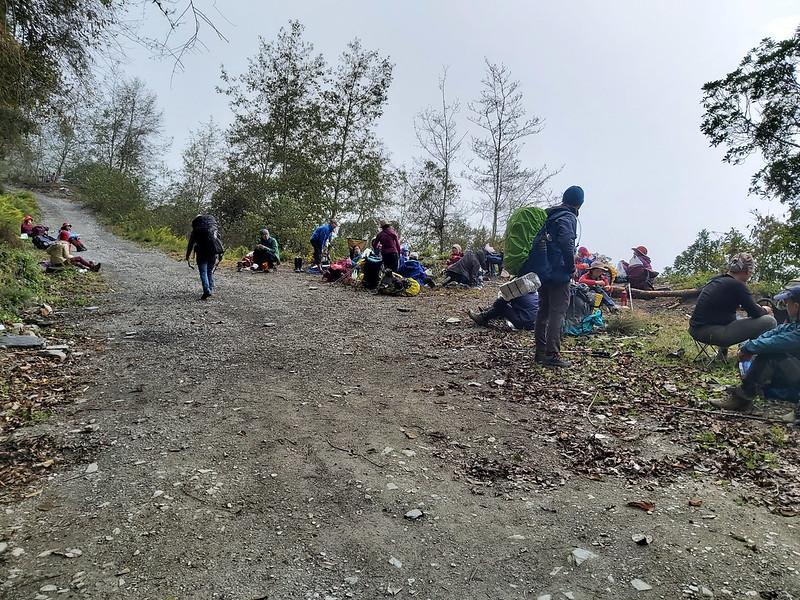 100 Peaks in Taiwan: Mt. Liushun and Qicai Lake, 100 km hike, day 1: lunch-break