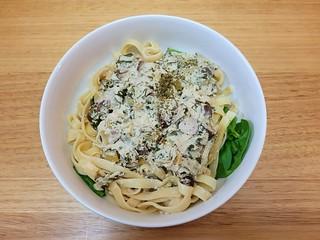 Herbidoor Creamy Kale Fettuccine