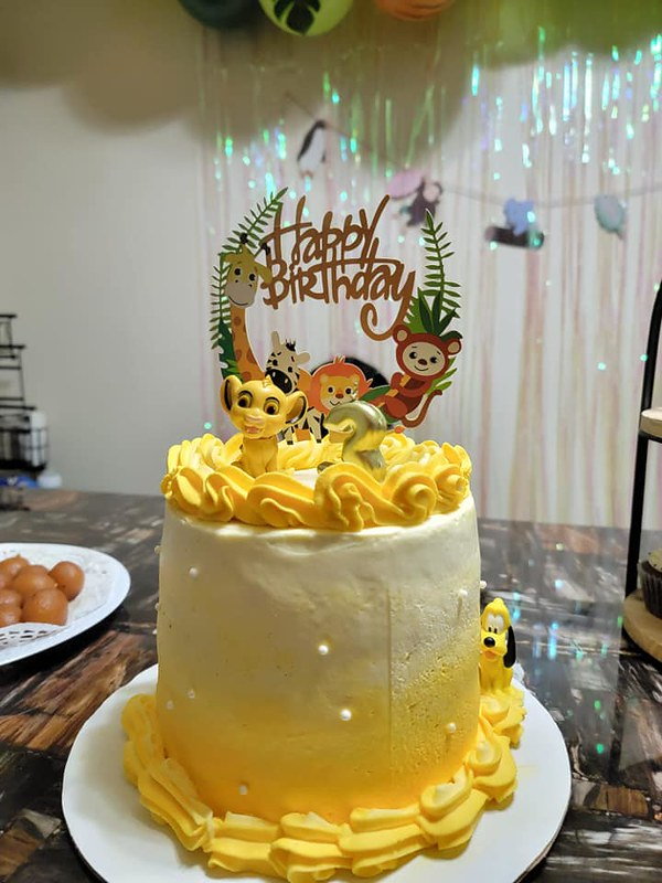 Cake by Madi's Sweets