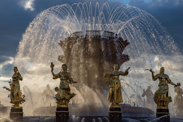 Fountain season. Moscow, Russia. May.2021 (0U4A3209)
