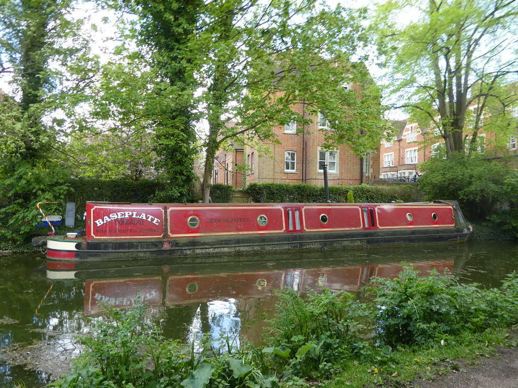 Canal boat moored by Jericho Bridge, Oxford