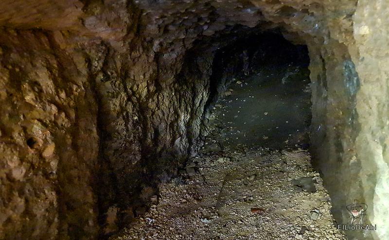 Entramos en las minas de manganeso de Puras de Villafranca (6)