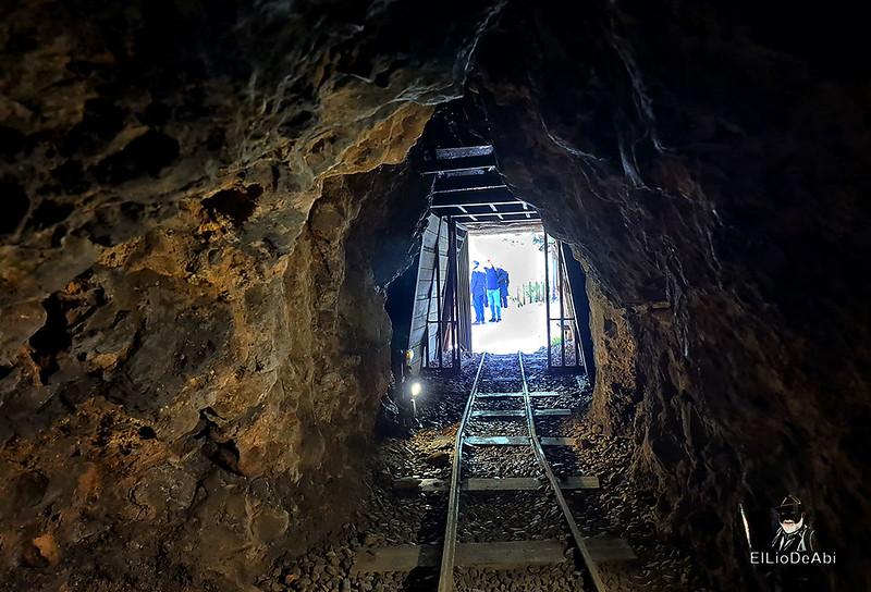 Entramos en las minas de manganeso de Puras de Villafranca (1)