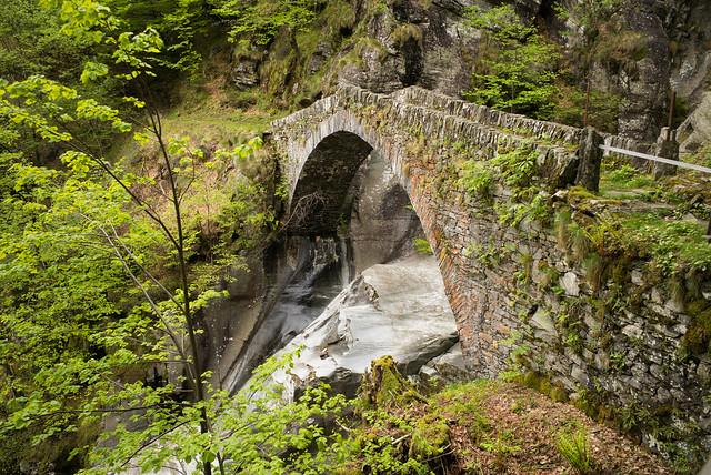 Ponte su Cascata del Soladino (TI)