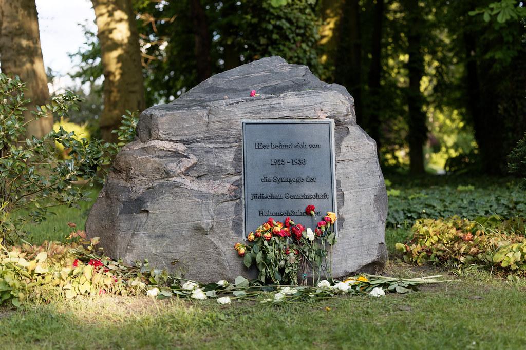 Geschändeter Gedenkstein für Synagoge wieder eingeweiht
