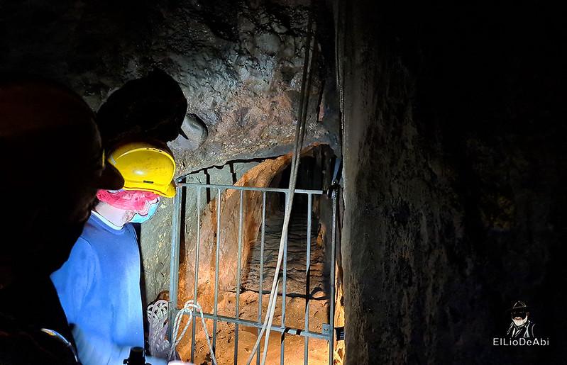 Entramos en las minas de manganeso de Puras de Villafranca (19)