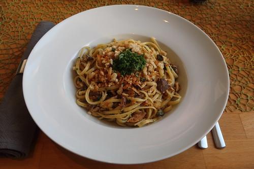 Pasta mit Sardinen, Brotbröseln und Kapern (mein Teller)