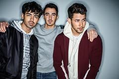 Les Jonas Brothers collaborent avec Marshmello, leur titre Leave before you love me vient de sortir