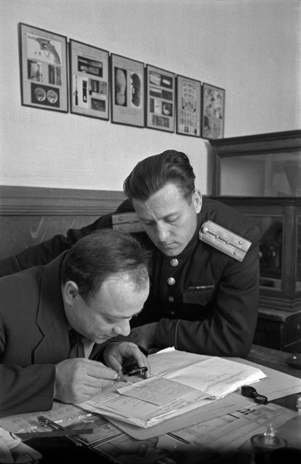 1958.  В научно-техническом отделе Сахалинского областного управления милиции, Южно-Сахалинск