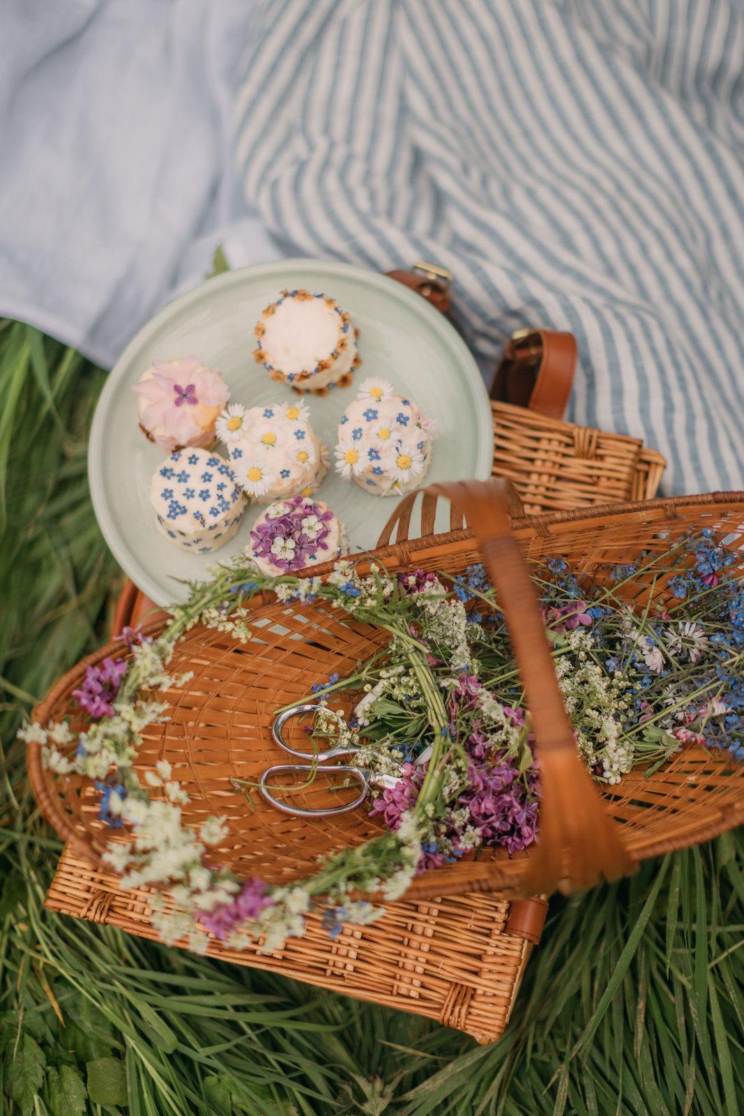 spring hobbit,hobbithearted, cottagecore, cottagecore dress, cottagefairy, fairycore, magic linen, folk fashion, picnic, spring picnic, linen picnic
