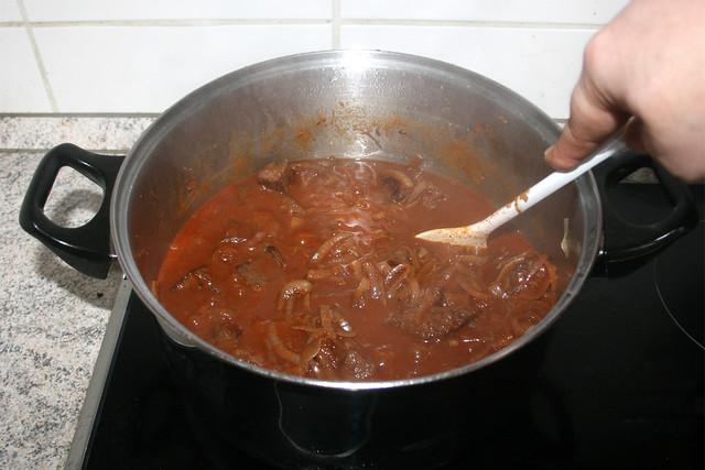 31 - Stir goulash / Gulasch umrühren