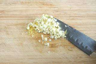 30 - Mix garlic & lemon peel / Knoblauch & Zitronenschale vermischen