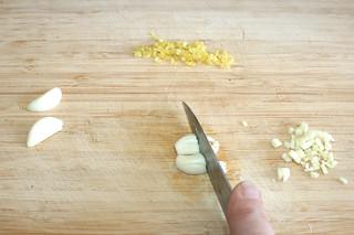 29 - Mince garlic / Knoblauch fein würfeln