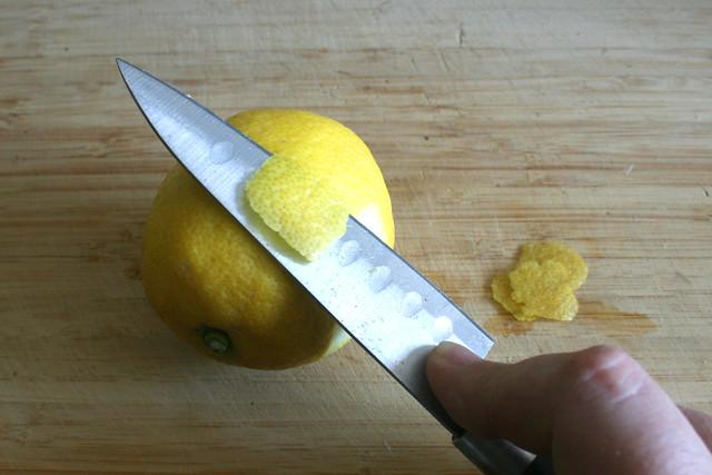 26 - Cut peel from organic lemon / Schale von Bio-Zitrone abschneiden