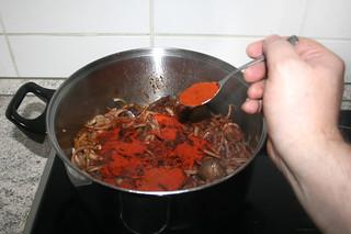 18 - Add smoked paprika / Geräuchertes Paprika addieren
