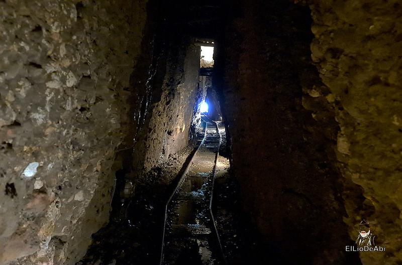 Entramos en las minas de manganeso de Puras de Villafranca (16)