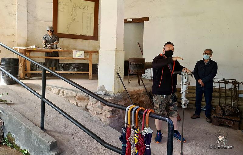 Entramos en las minas de manganeso de Puras de Villafranca (5)