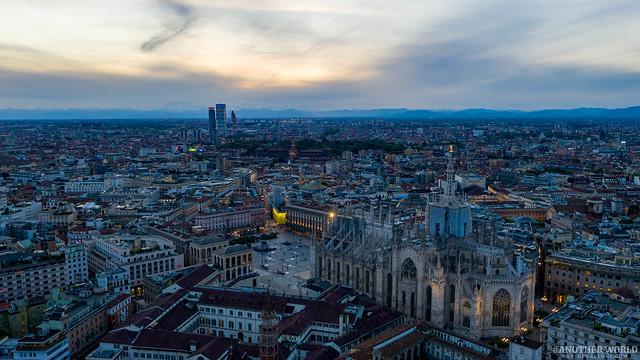Milano Torre Velasca e Duomo