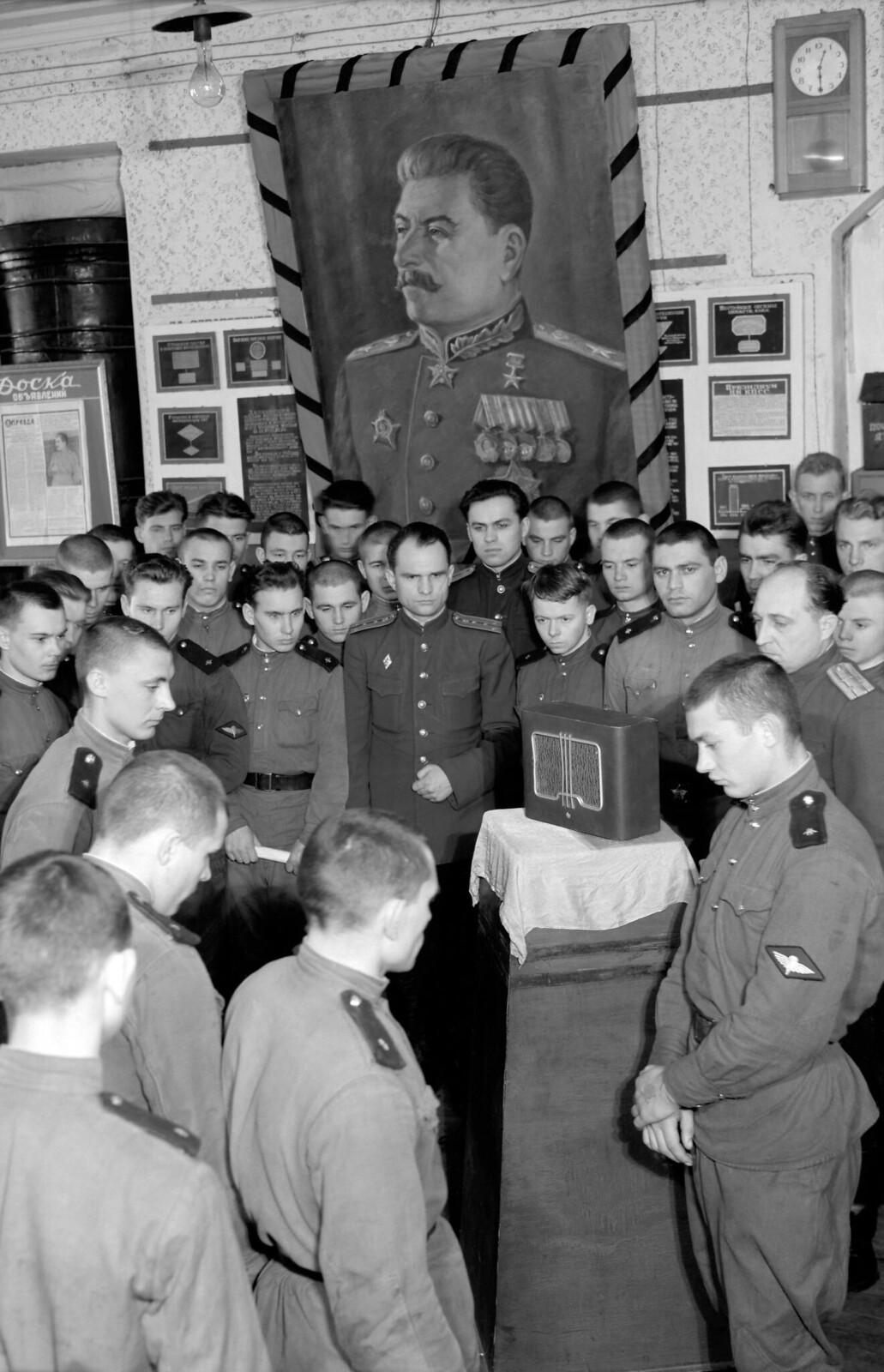 1953. Сталин умер, Московский военный округ, 5 марта