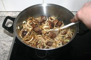 13 - Braise onions until relent / Zwiebeln andünsten & weich werden lassen