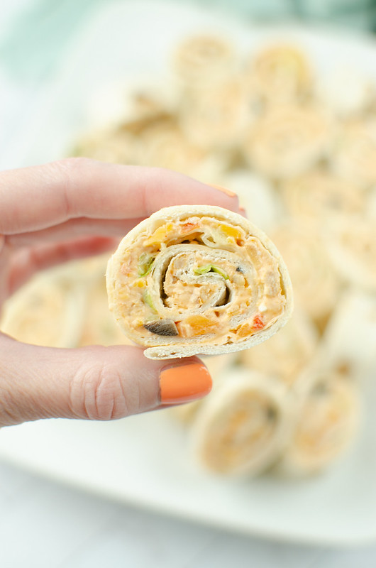 Taco Pinwheels - taco meat, salsa, cheddar cheese, and all the taco fixins rolled into flour tortillas and sliced into bite-size pinwheels! Easy, delicious, kid-friendly lunch! These are great for summer break.