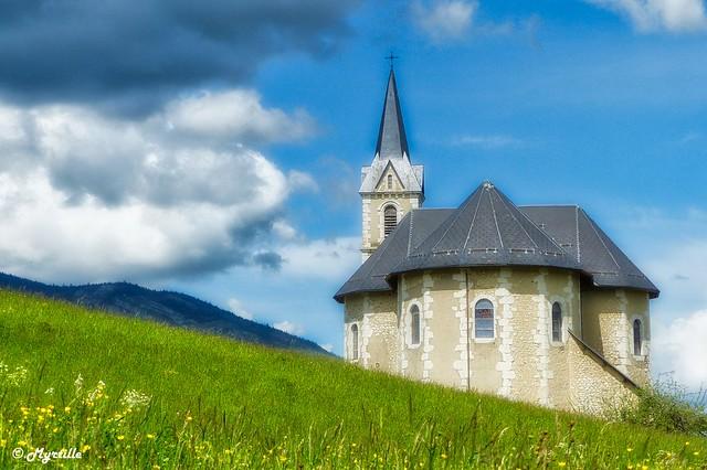 Petite église de montagne.