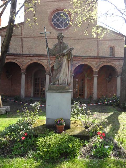 1845 Berlin Apostel Jakobus von Emil Hopfgarten Sandstein vor St. Jakobi Oranienstraße 132-134 in 10969 Kreuzberg
