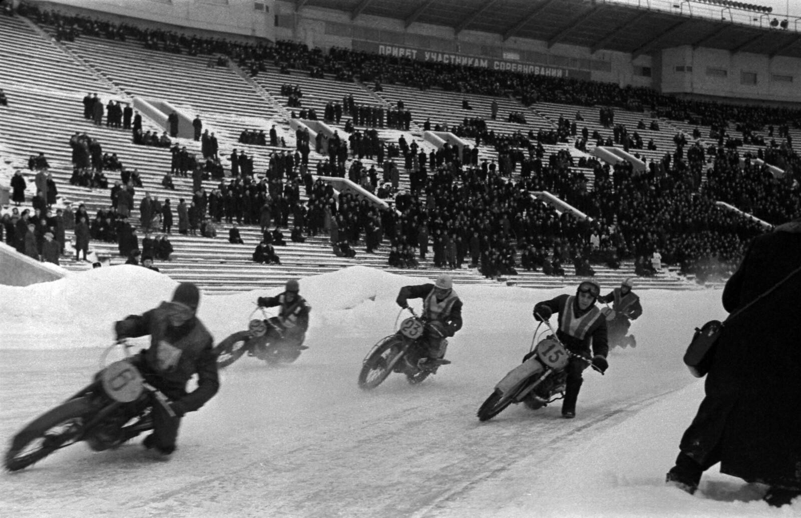 1950-е. Москва. Гонки по ледовой дорожке