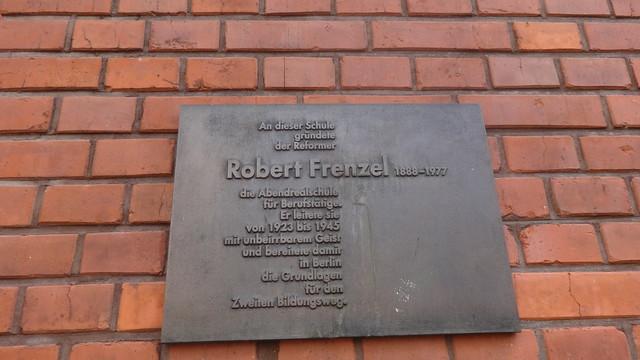 2001 Berlin Gedenktafel Schulrefomer Norbert Frenzel (1888-1977) von Erika Klage Bronze Gipsstraße 23a in 10119 Spandauer Vorstadt