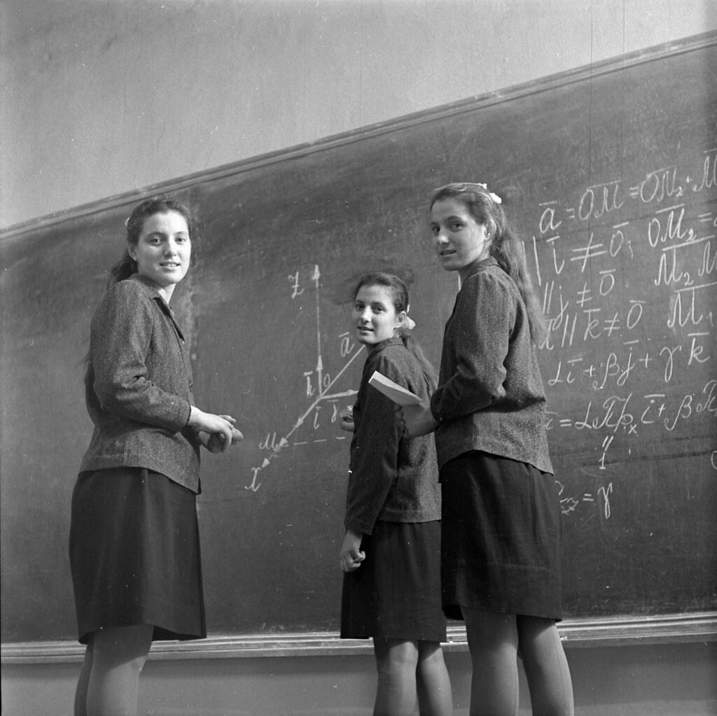 1968.  Тройняшки - Вера, Надежда, Любовь - теперь стали учениками ВУЗа, Одесской области
