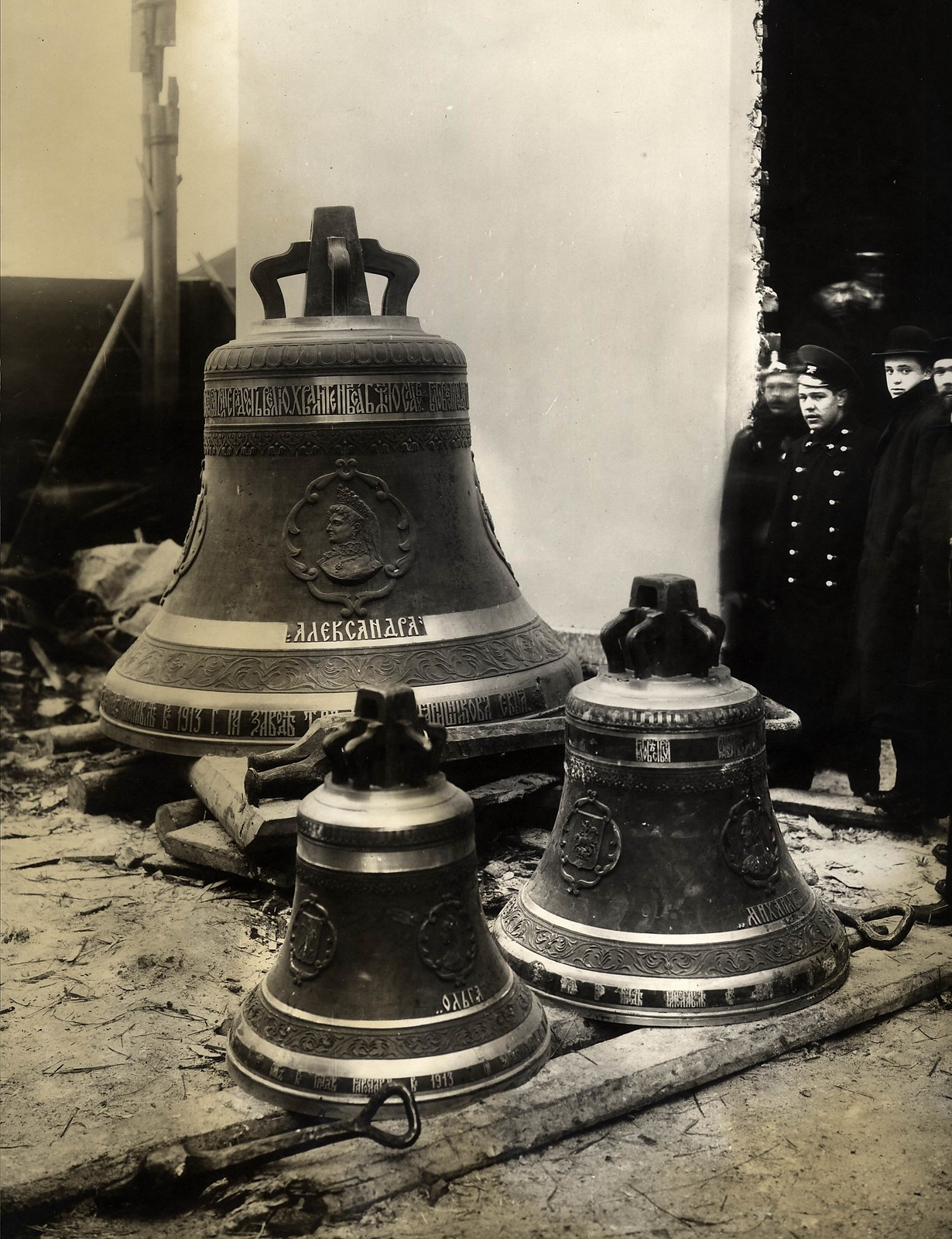 1913. Три колокола