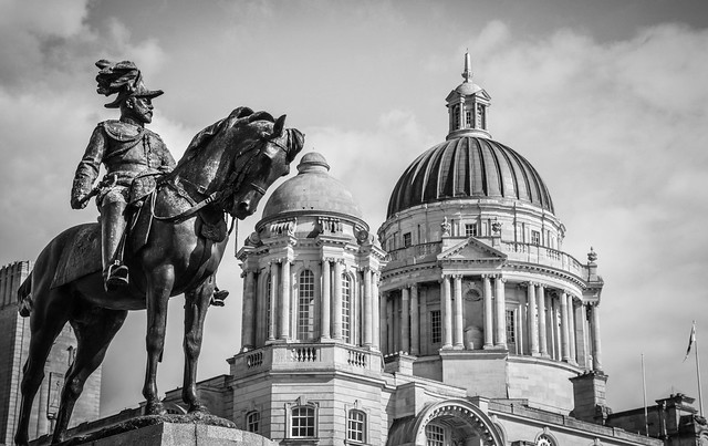 Edward VII takes a close look at Liverpool Pier Head