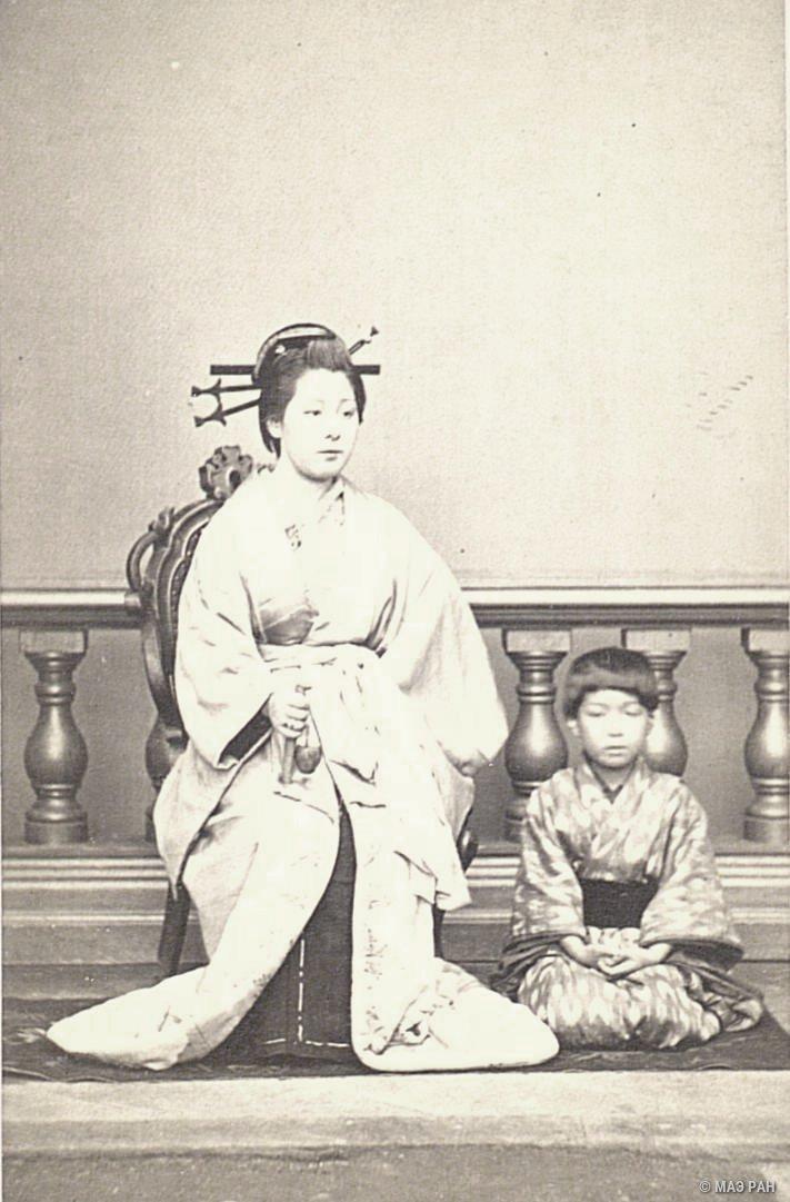 Портрет японской дамы с сыном