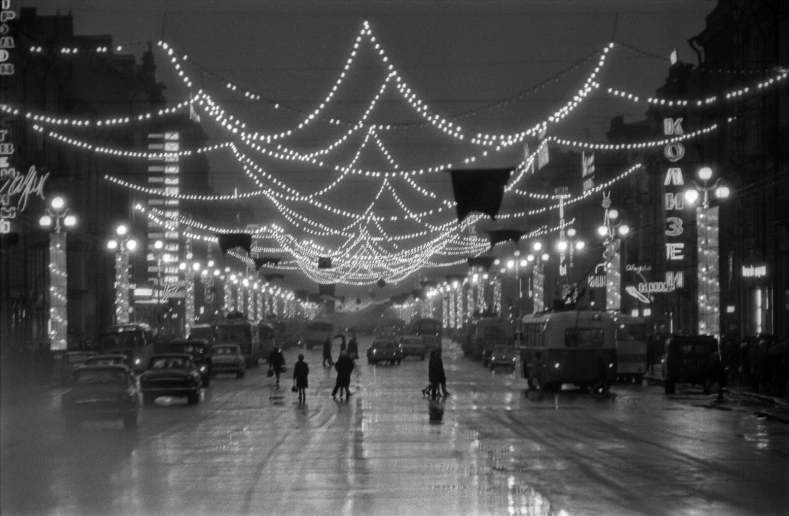 1968. Невский проспект в праздники