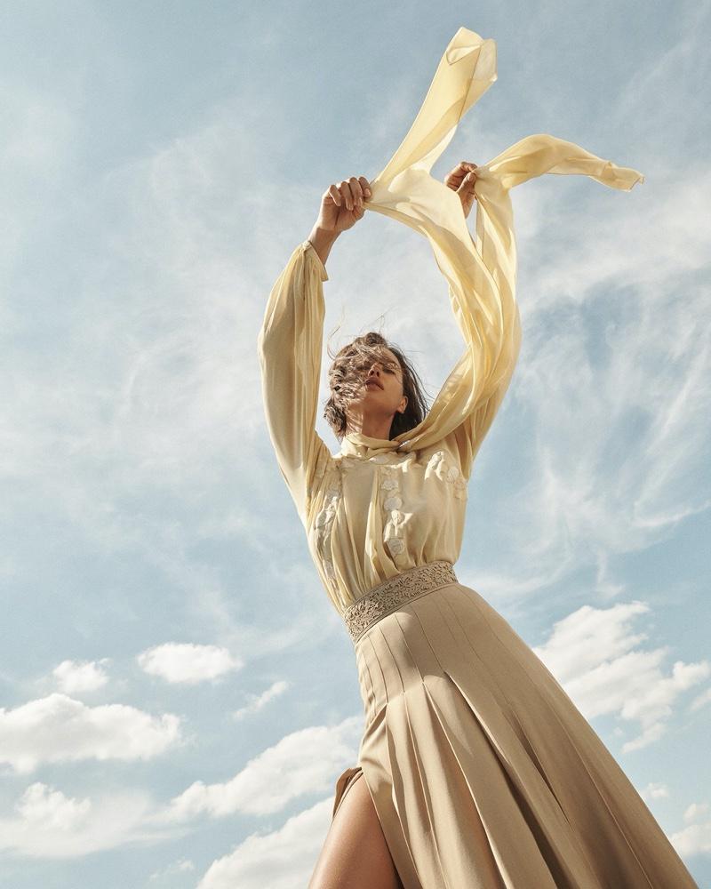 Irina-Shayk-Vogue-Russia-Cover-Photoshoot10