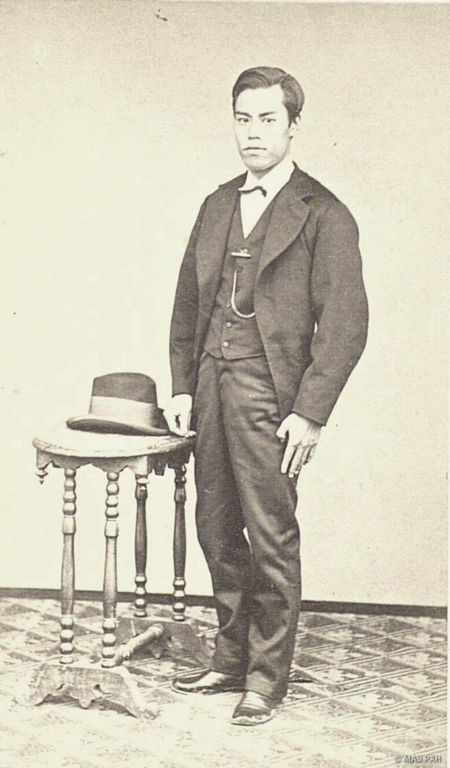 Портрет чиновника VI класса Тикаёса Сакурада в европейском костюме