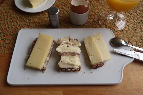 """Angebot""-Käse, Tiroler Gold und Treenetaler auf Dinkel-Hafer-Vollkornbrot"