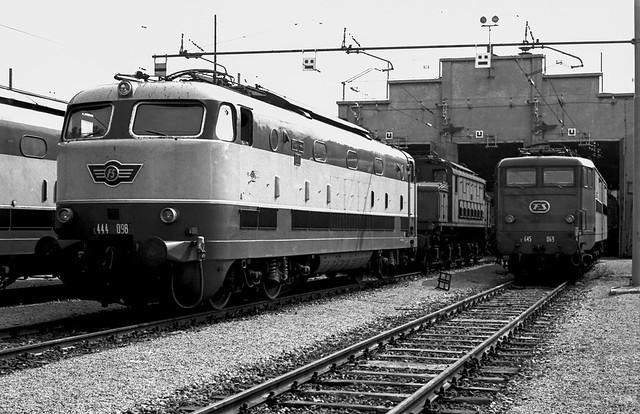 FS E 444.098 + E 645.069 + E 626 Milano Greco 06/08/1977. Foto Roberto Trionfini