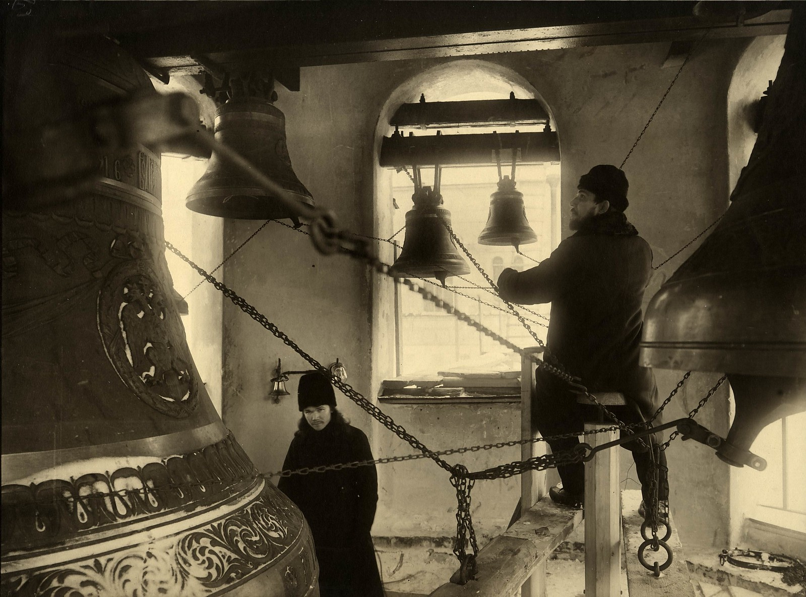1914. Звонари на колокольне