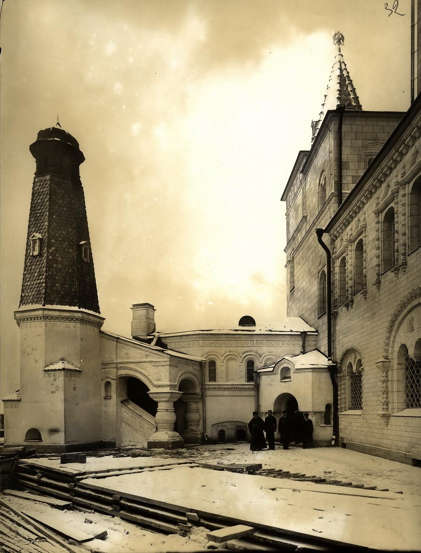 1913. Труба котельной, оформленная по образцу Кузнечной башни Московского Симонова Рождества Богородицы монастыря